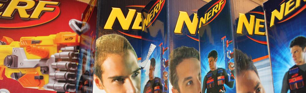 Packungen von Nerf Guns aus der Elite- und N-Strike-Serie